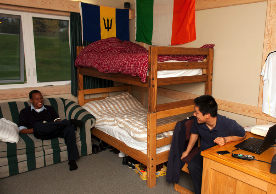 LCS students learn that great roommate relationships come from keeping dorms organized